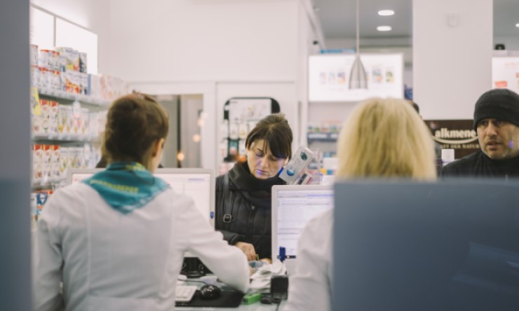 Image of woman at an optometrist front counter